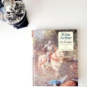 Vintage 80's King Arthur & His Knights Illustrate